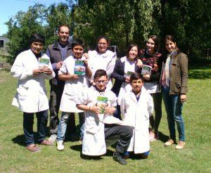 Alumnos lectores de las Escuelas N° 3 Y N° 7 de Warnes, Provincia de Buenos Aires